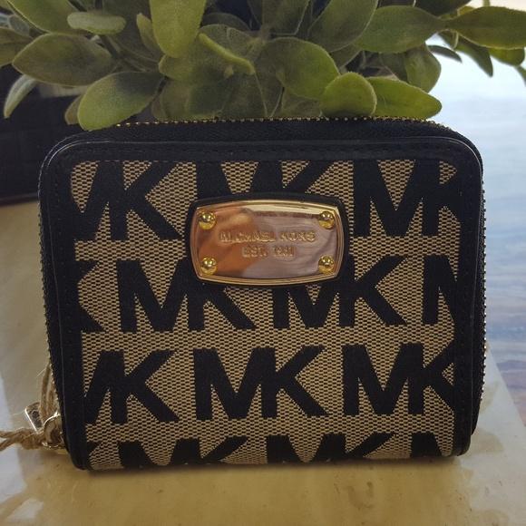 4fa5489d472e Michael Kors Bags   Michael Kor Zip Around Bifold Wallet   Poshmark